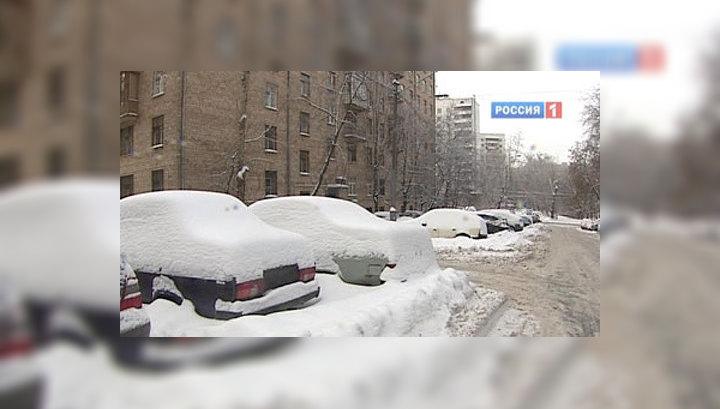 Снегопад с опозданием: Москву начало засыпать