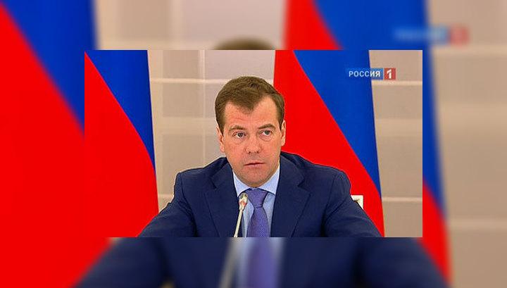 Медведев считает недопустимым давление на суд