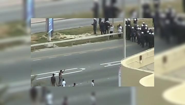 Бахрейн: полиция забрасывает демонстрантов гранатами со слезоточивым газом