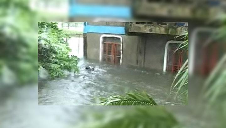 На Филиппинах и в США борются с последствиями наводнений