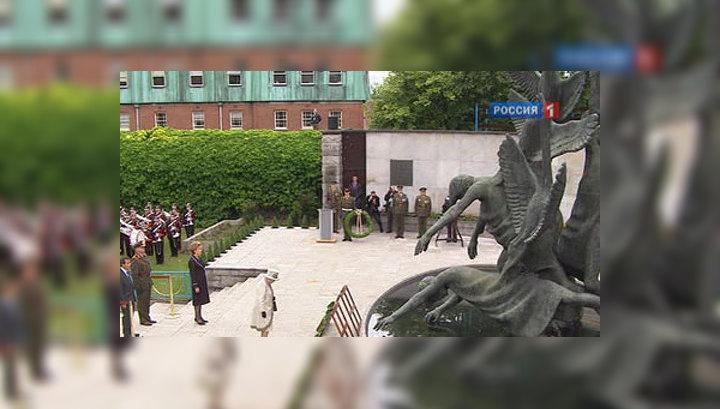 Елизавета Вторая возложила венок к мемориалу борцов с британской короной