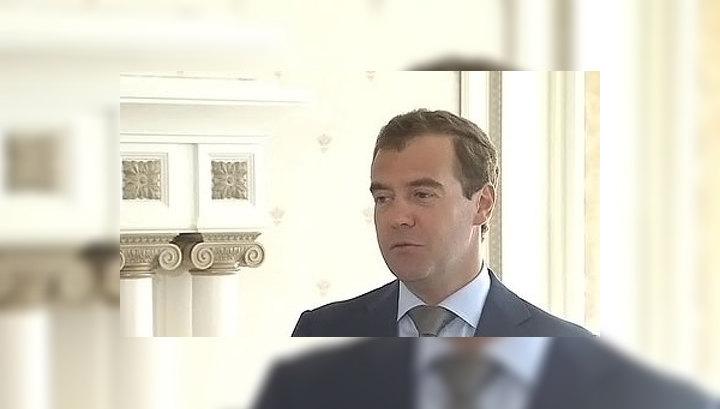 Медведев: лучше вести религиозный диалог за столом, чем при помощи автоматов