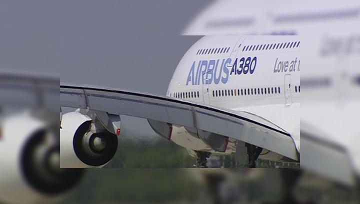 В тайском авиалайнере из-за тряски пассажиры пробивали обшивку головой