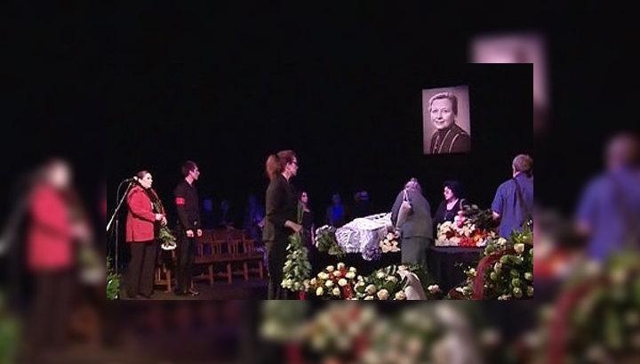 Ия Саввина похоронена на Новодевичьем кладбище