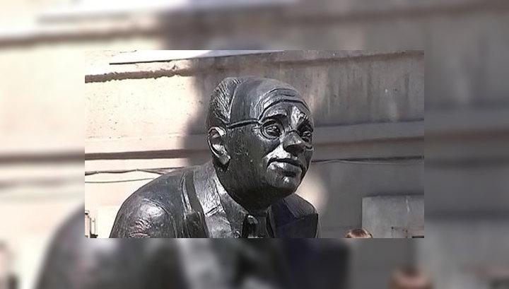 В Одессе открыли памятник Бабелю