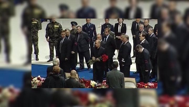 "Путин попрощался с погибшими хоккеистами ""Локомотива"""