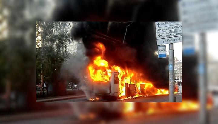 В Новосибирске столкнулись пять машин и автобус. Погиб ребенок