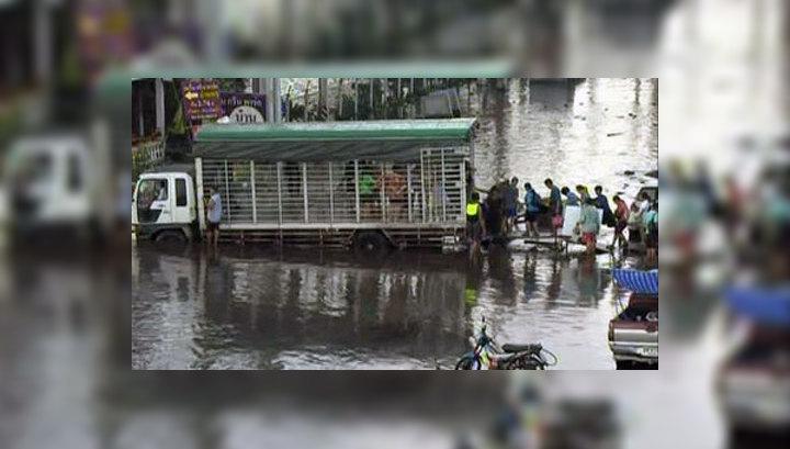 Наводнение в Таиланде: начали эвакуировать зэков и редких животных