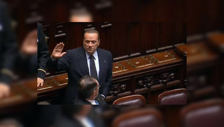 Президент Италии принял отставку Берлускони