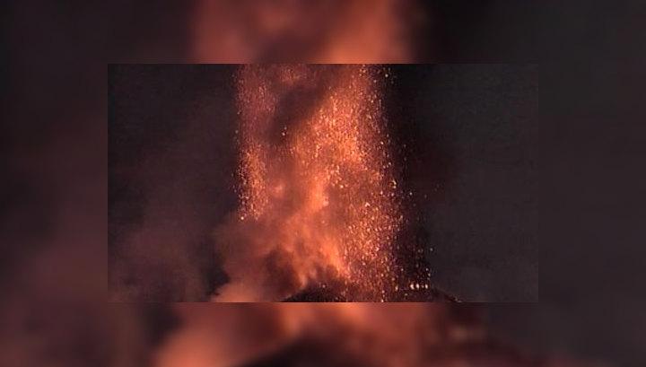 Вулкан Этна устроил пепельный фейерверк