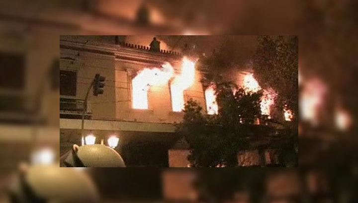 В Афинах пылают магазины, кафе, банк, кинотеатр