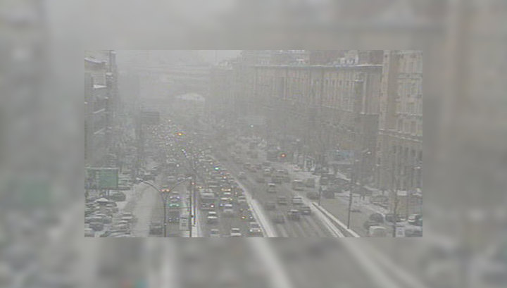 Снежный коллапс парализовал московские дороги