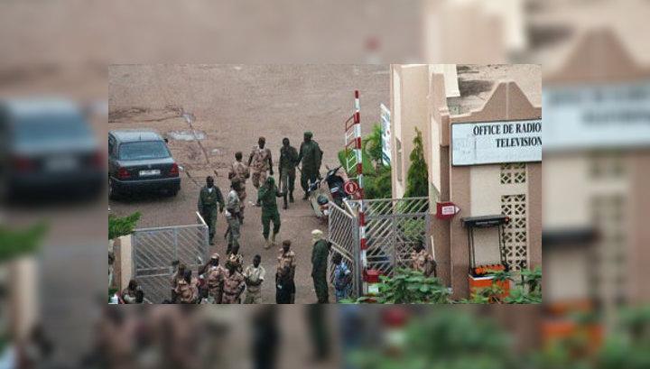 """Путч в Мали: президент находится в столице под охраной """"красных беретов"""""""