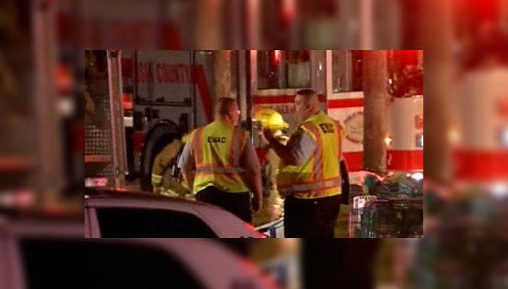 Легкомоторный самолет врезался в торговый центр во Флориде, есть пострадавшие