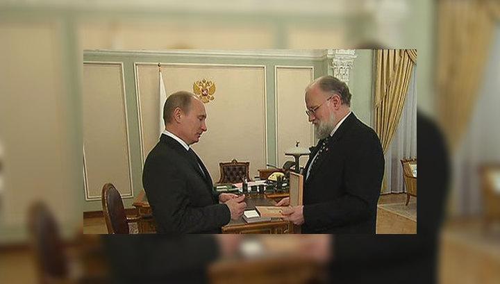 Глава ЦИК вручил Владимиру Путину удостоверение президента