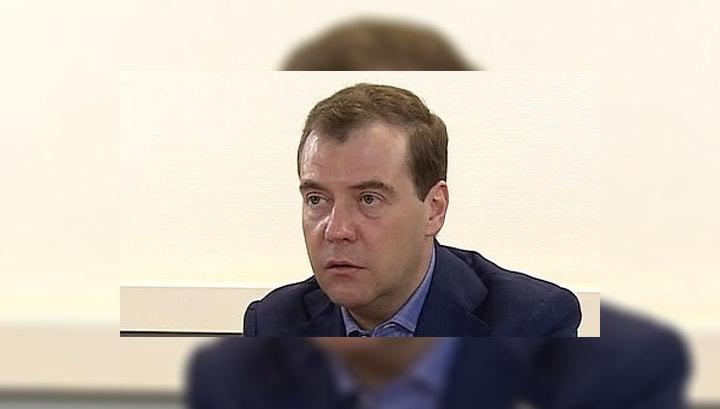 """Медведев получил партбилет """"Единой России"""""""