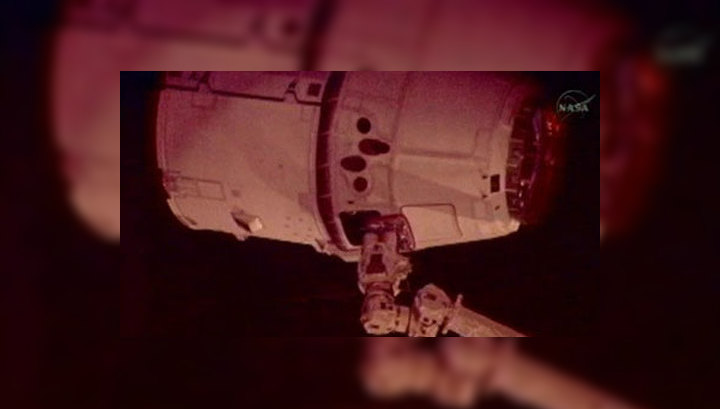 Стыковка Dragon с МКС запоздала на 2 часа