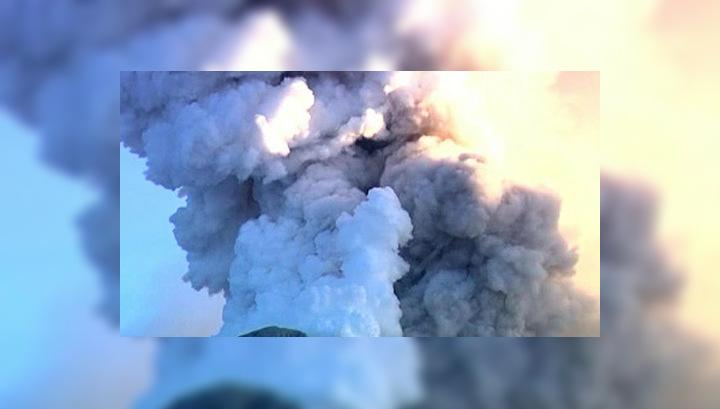 Жители Гватемалы спасаются от ярости вулкана Фуэго