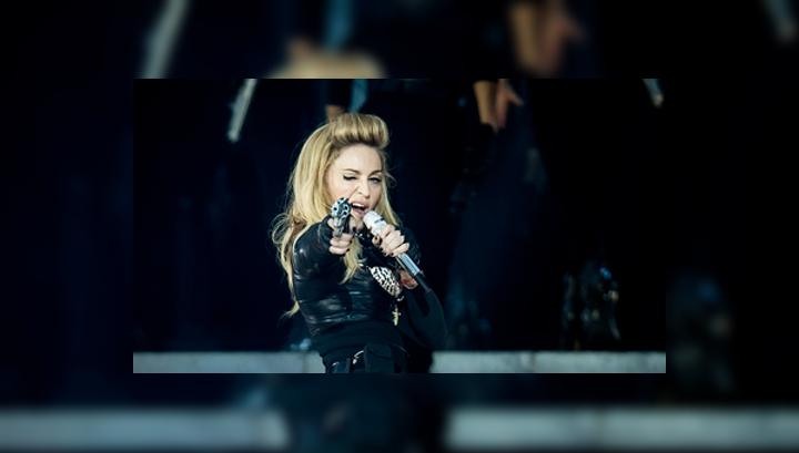 Повестку в суд перевели на английский и отправят Мадонне в Нью-Йорк