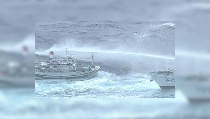 Китайские корабли опять приблизились к спорным островам Сенкаку