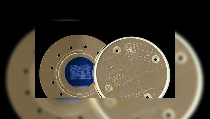 Позолоченный диск из кремния, содержащий сто изображений, может вращаться по орбите до последних дней нашей планеты