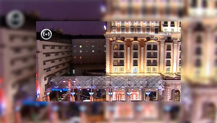 Из окна отеля в центре Москвы выпала девушка