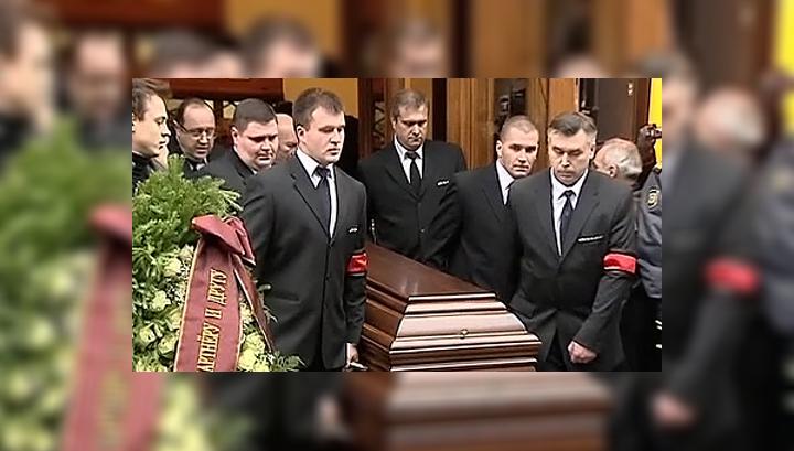 Прощание с любимым актером: ради Ильи Олейникова перекрыли улицу