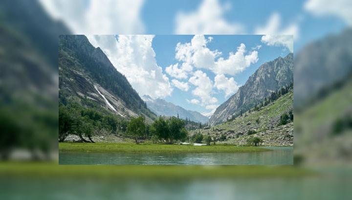 Долина Сват представляет собой живописную местность, покрытую горами и озёрами