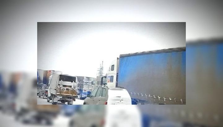 Очевидцы: пробка на М10 растянулась на 200 километров