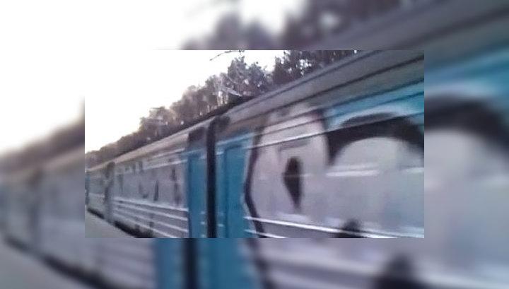 """Полиция ищет граффитчиков, """"забомбивших"""" подмосковную электричку"""