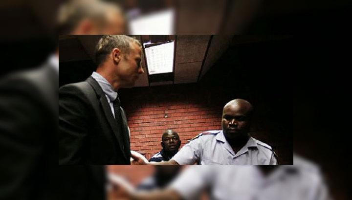 Следователя, ведущего дело Писториуса, обвиняют в покушении на убийство