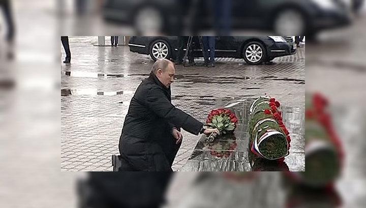 Президент почтил память псковских десантников шестой роты