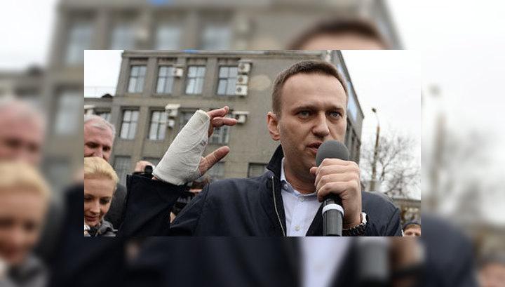Эсер Пахолков требует привлечь Навального за клевету