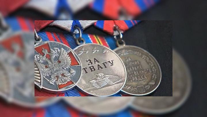 Чиновники довели до отчаяния: ветеран продает медали, чтобы оплатить ремонт крыши