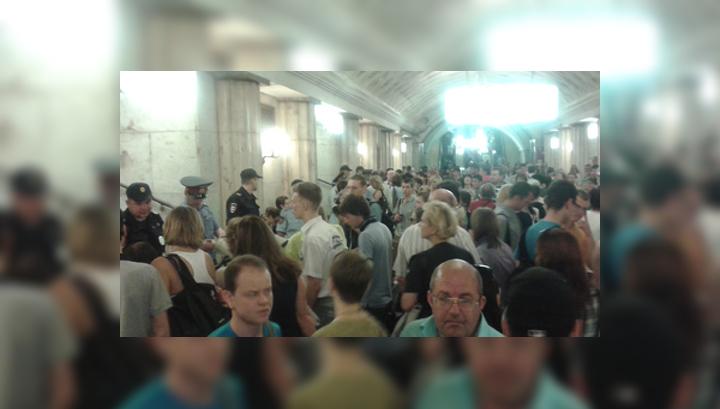 Задымление на красной ветке: трое пассажиров метро попали в реанимацию