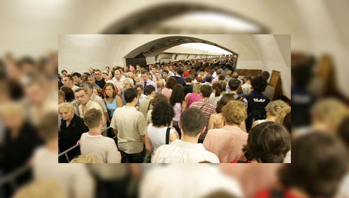 Самопроизвольное отключение: поезд с людьми больше часа стоит в тоннеле метро