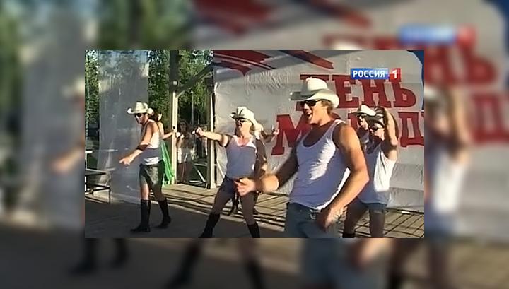 porno-striptiz-pered-kameroy-rossiyanok-spermi-posle