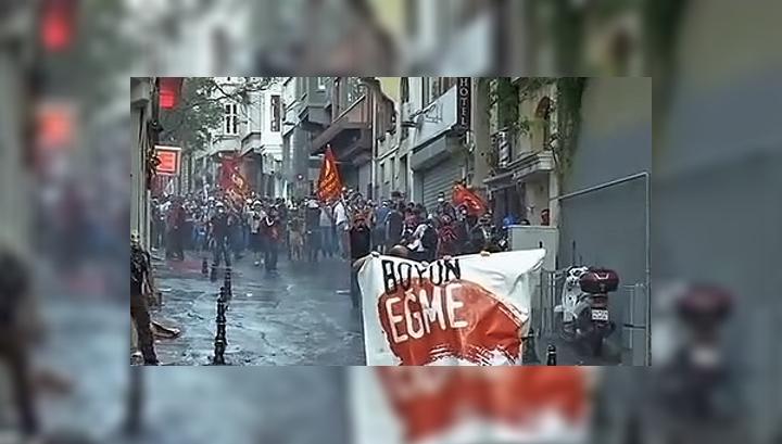 Во время беспорядков в Стамбуле полицейские ловили врачей и журналистов