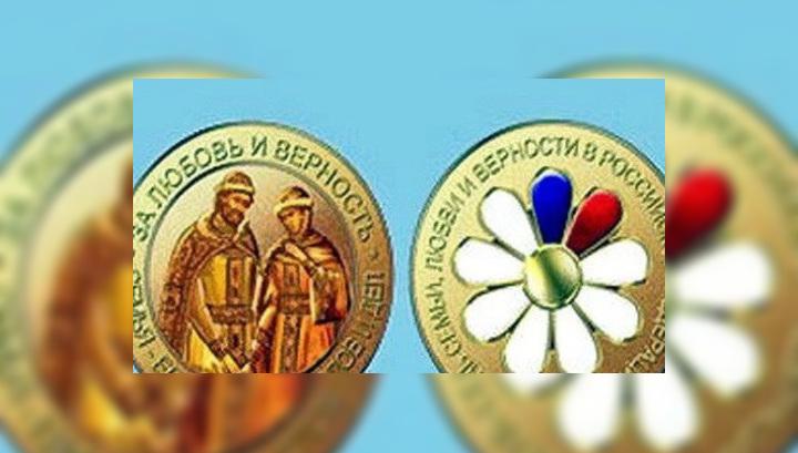 Картинки медали ко дню семьи любви и верности живых цветов