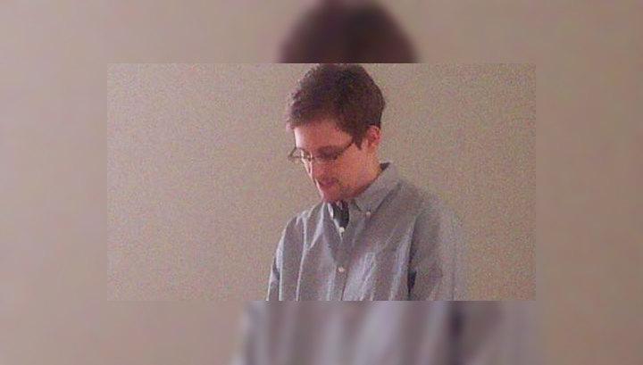 Сноуден живет в тайном месте под охраной