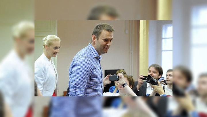 Соратник Навального сорвал погон с полицейского. Возбуждено дело