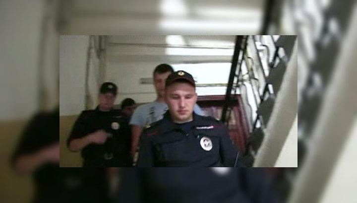 Обыск на Чистых прудах: за наклейки с Навальным задержаны три человека