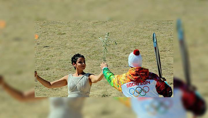 Олимпийский огонь начал путешествие по Греции