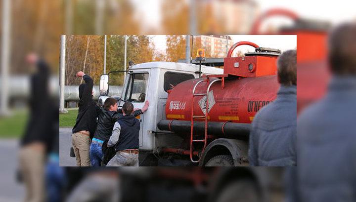 В Бирюлево хулиганы выбили ворота овощебазы и ворвались на территорию