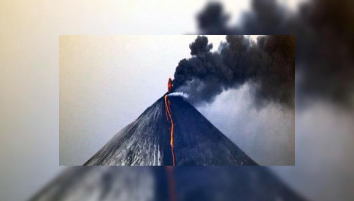 Из-за извержения Ключевского вулкана река Студенка вышла из берегов и затопила трассу