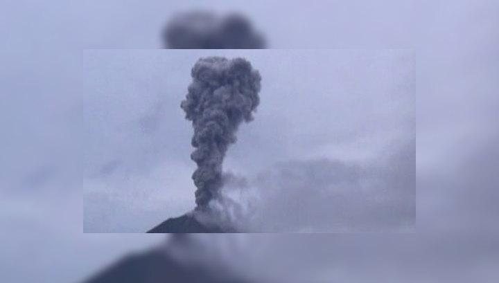 В Индонезии из-за извержения вулкана эвакуированы 12 тысяч человек