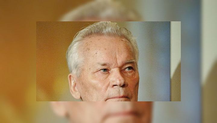 Михаила Калашникова проводят в последний путь под залпы стрелкового оружия
