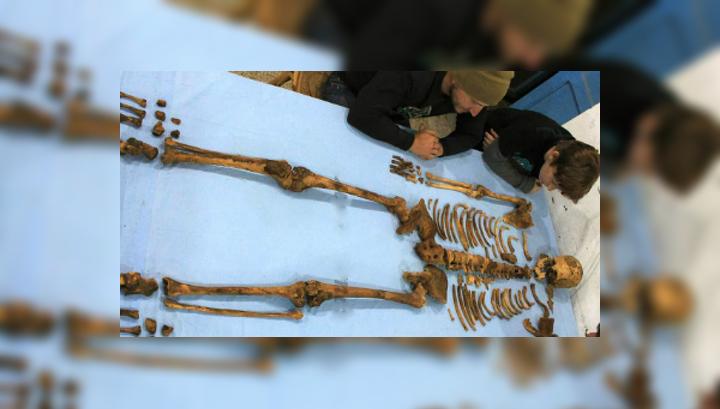 Кости фараона были разбросаны по гробнице. Учёные предполагают, что она была разграблена ещё в древние времена