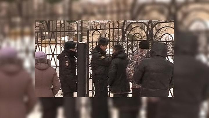 На Сахалине похоронили жертв стрельбы в храме