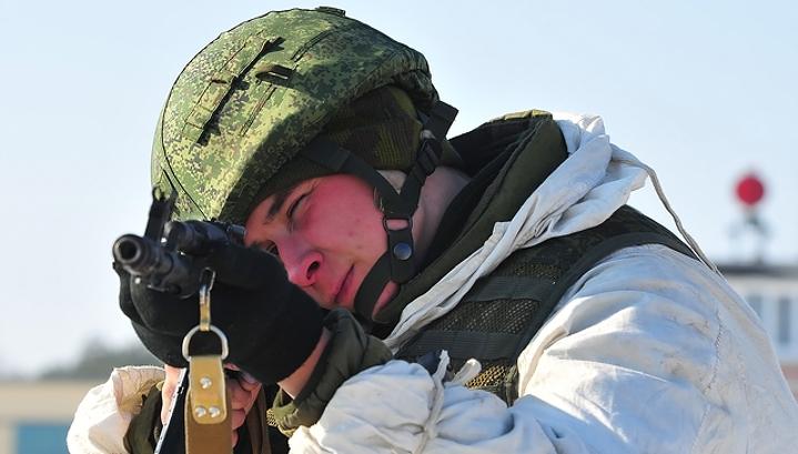 Триста десантников прошли на лыжах более семи тысяч километров в честь 100-летия Красной армии
